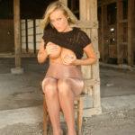 Блондинка с шикарным телом демонстрирует свою сексуальность http://sporn.xyz красивые девушки в чулках и колготках фото